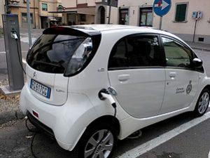 Parcheggio e ricarica elettrica gratis