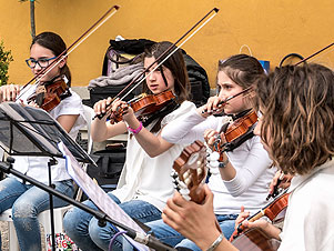 Le scuole di musica suonano bene