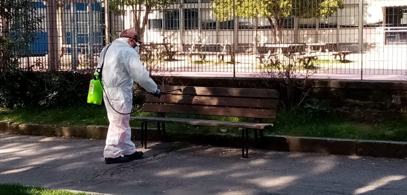 In Corso La Sanificazione Di Arredi Urbani A Borgo S L