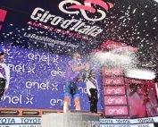 Giro E podio maglia viola
